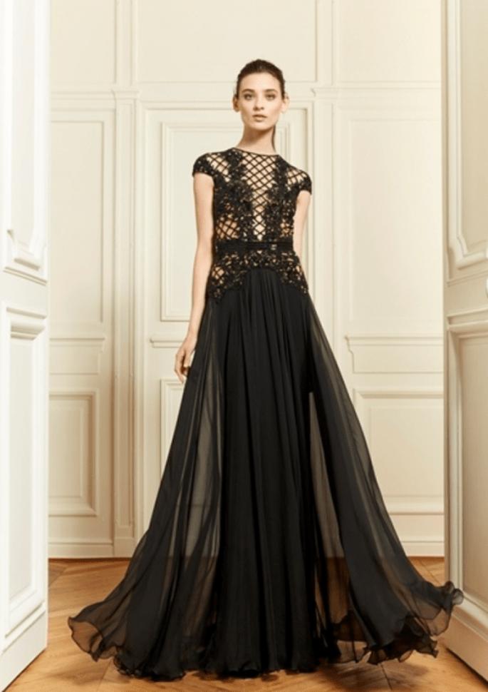 Vestido de fiesta 2014 en color negro con mangas cortas, escote ilusión y caída suave en la falda - Foto Zuhair Murad