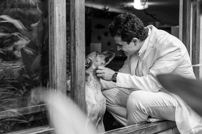 Noivo com cachorrinho - Foto: Carlos Paszko