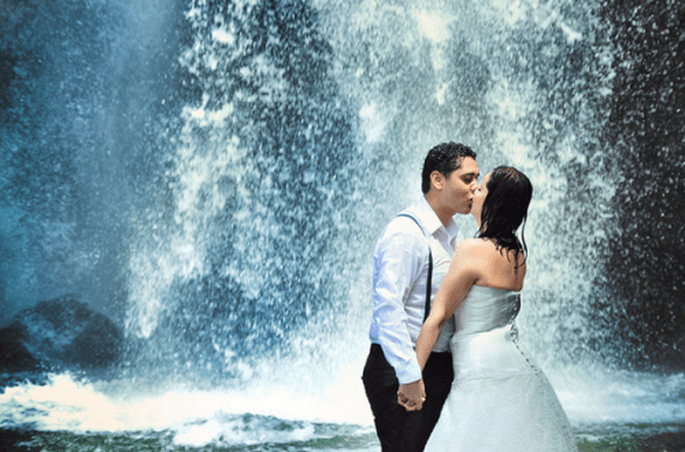 Trash the Dress con escenarios de cascadas y bajo el agua - Foto Casa Fragma