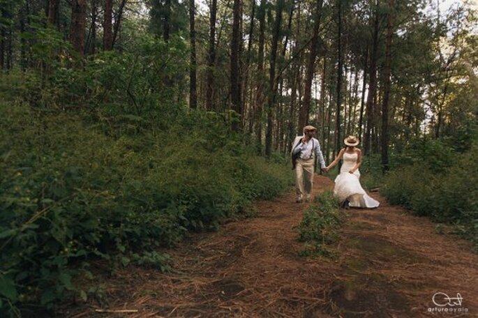 Pueden escoger un escenario natural para tu sesión de fotos Trash the Dress - Foto Arturo Ayala