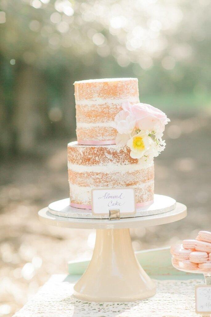 Hochzeitstorte mit rosa Dekor - Foto Avec L'Amour Photography