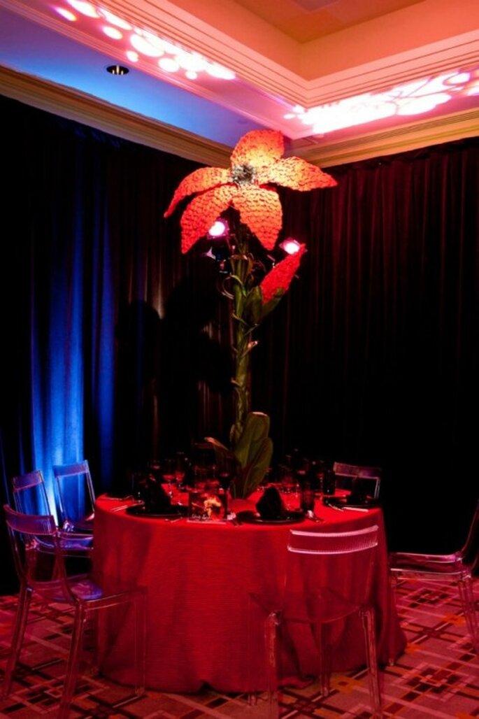 Decoración y centros de mesa extravagentes al estilo de Lady GaGa - Foto: Floramor Studios Facebook