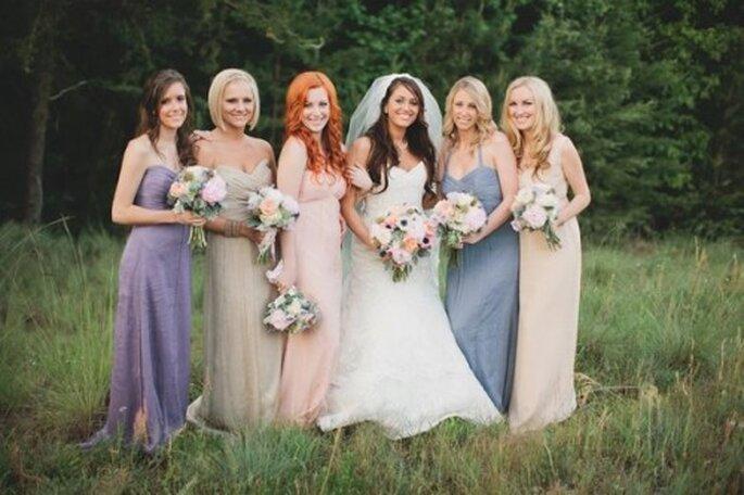 Vestidos de dama de boda en rosa pastel y lila - Foto Amsale Bridesmaids Facebook