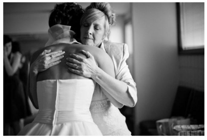 Las fotos obligadas de la novia con su mamá - Foto Dixie Pixel