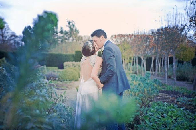 Un escenario lleno de naturaleza y colores vivos será perfecto para tus fotos de boda estilo vintage - Foto Cotton Candy Weddings