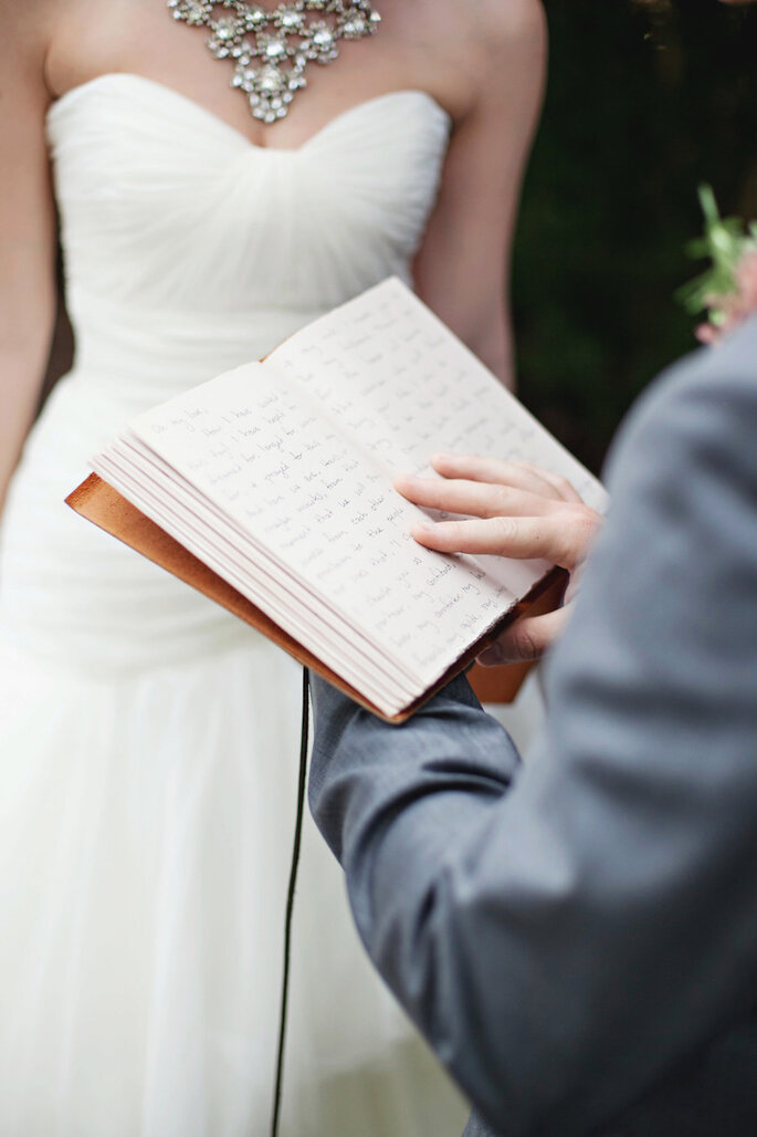 Haz votos personalizados para tu boda - Paperlily Photography