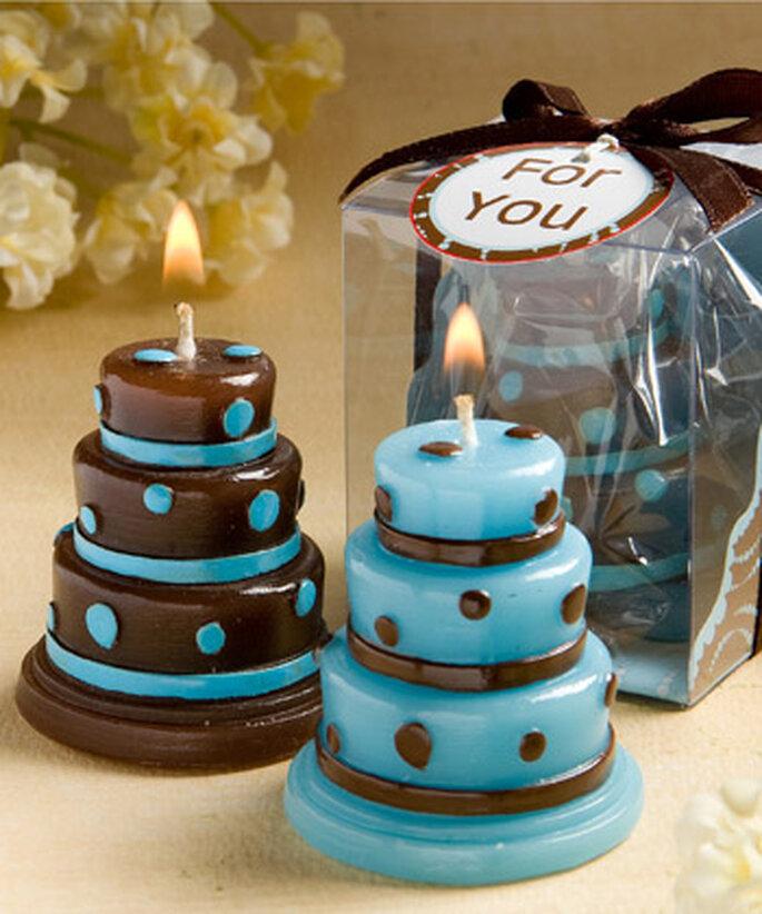 Velas, un clásico como detalles de boda en tonos azules con combinacion en marron