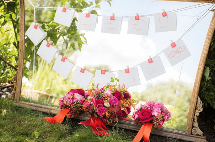 Ramos de novia en vino, fucsia y lila. fotografía Anoushka Rokebrand