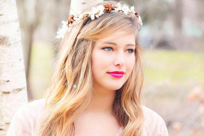 Corona de flores para novia campestre. Foto: Lianne Nichols