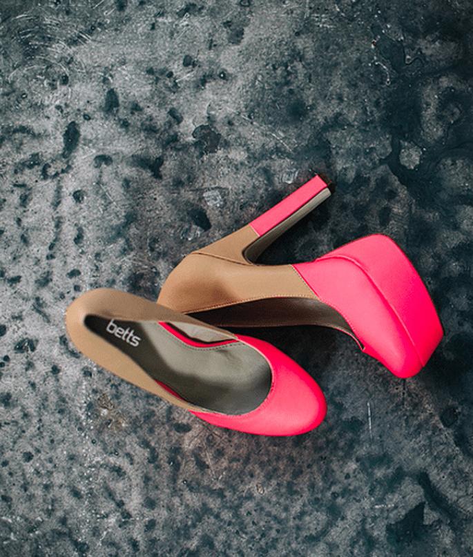 Zapatos en color neón para novia - Foto Cathrin D'Entremont