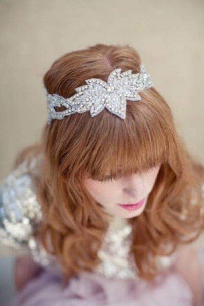 Haarbänder in Silber werten jede Frisur auf und machen diese zum Hingucker – Foto: Lo Boheme