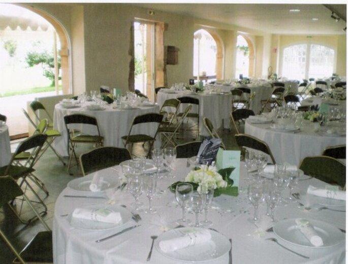 Dîner de mariage dans l'orangerie du Château du Mesnil d'Ô - Photo : Mesnil d'Ô