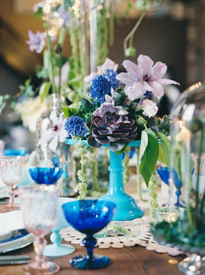 Tus montajes de boda con un contraste perfecto en color azul - Foto Melissa Kruse