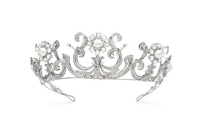 Coroa com pérolas