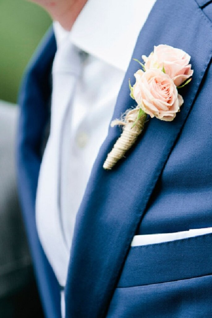 Fiori nel taschino di lui. Foto: Bonny Berry Photography