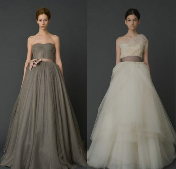 Due idee di Vera Wang secondo noi ideali per chi ha fianchi generosi. Il multistrato della gonna cela le rotondità. Vera Wang Bridal Collection 2012. Foto www.verawang.com