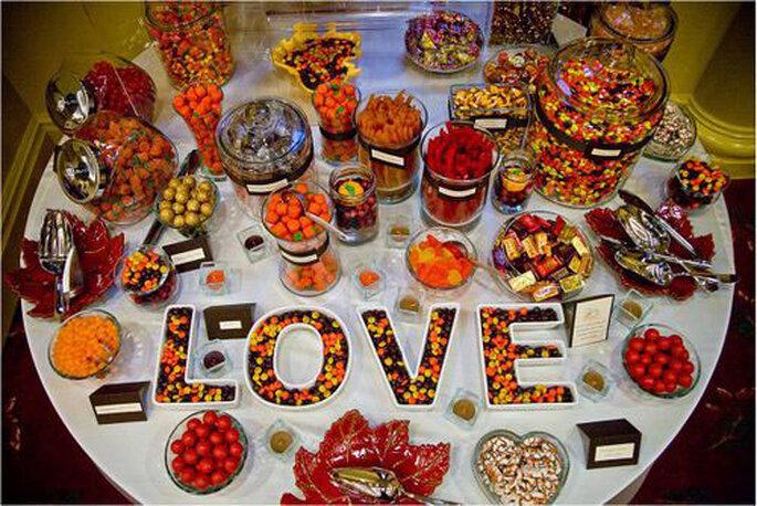 Buffet de dulces de otoño vía Wedding Bee