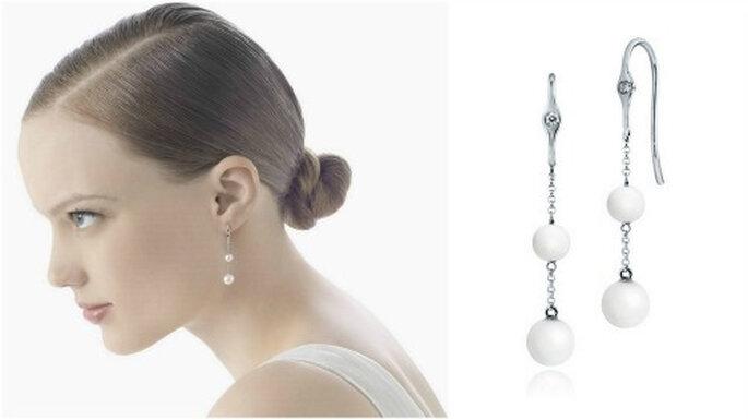 """Boucles d'oreille """"Ceres"""" en or blanc avec des diamants et des perles. Photo: Rosa Clará"""