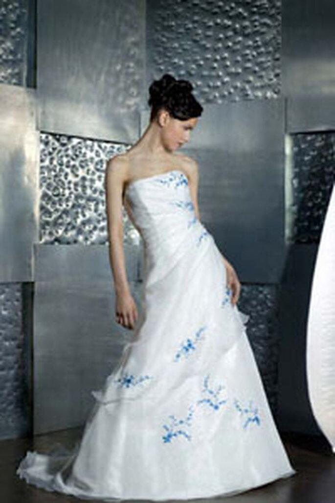 robe de mari e blanche et bleue signe de sagesse. Black Bedroom Furniture Sets. Home Design Ideas