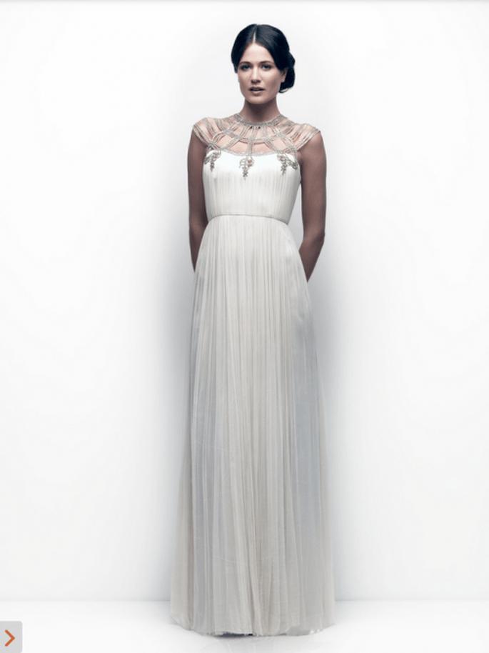 Vestido de novia con escote ilusión inspirado en las armaduras griegas - Foto Catherine Deane
