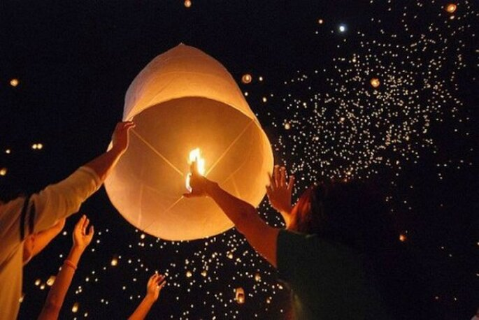 Un laché de lanternes à votre mariage : quoi de plus féerique ? - Photo : Orasia