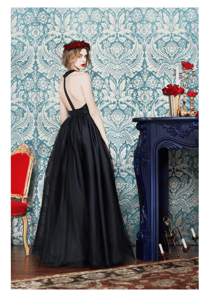 Vestido de fiesta largo en color negro con escote en la espalda - Foto Alice + Olivia