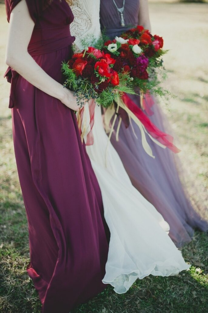 Elige vestidos con un contraste de tonalidades para que tus damas luzcan increíbles - Foto Sarah McKenzie Photography