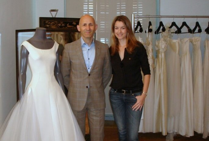 Modesto Lomba en su Atelier de Madrid junto a su colección de novia 2013.
