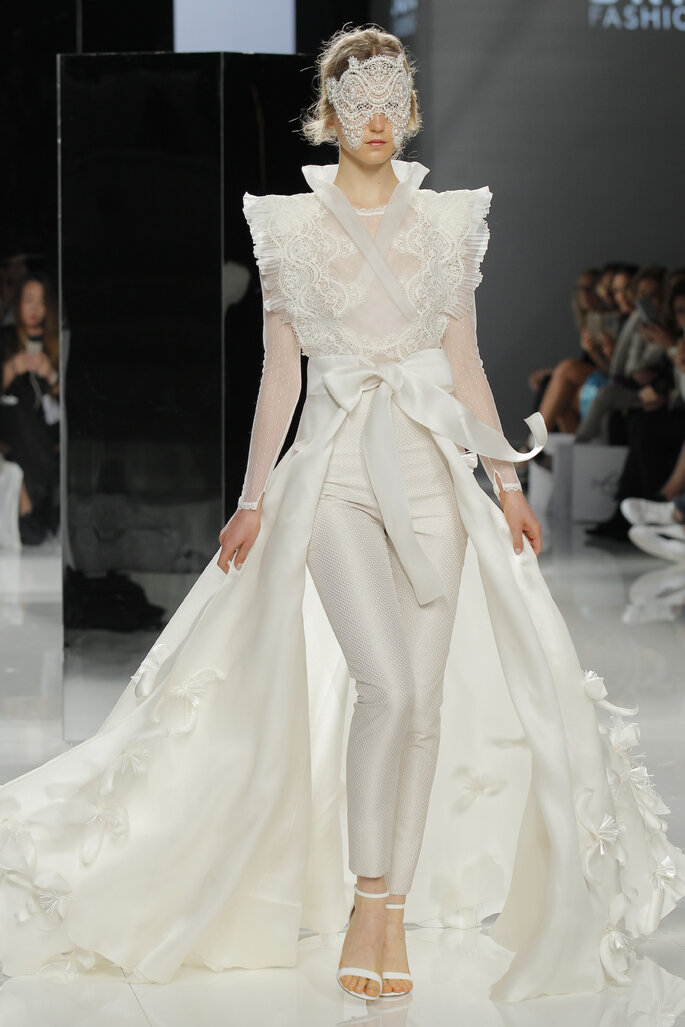 Vestido: Carla Ruiza I Foto: Barcelona Bridal Fashion Week