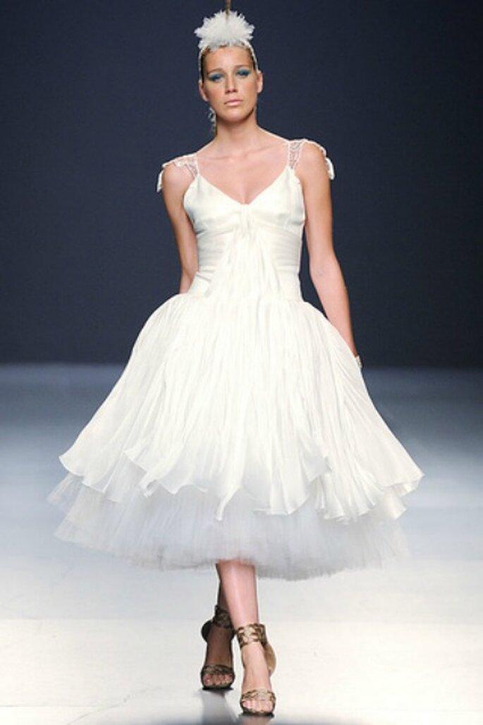Vestido de novia Franco Quintáns 2012 con tul, escote en V y largo hasta la rodilla - Tomy Pelluz / Vogue