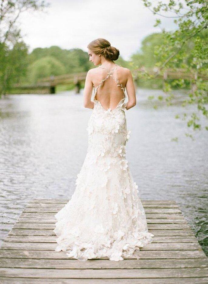 Vestido de novia estilo bohemio con escote en la espalda - Foto Claire Pettibone