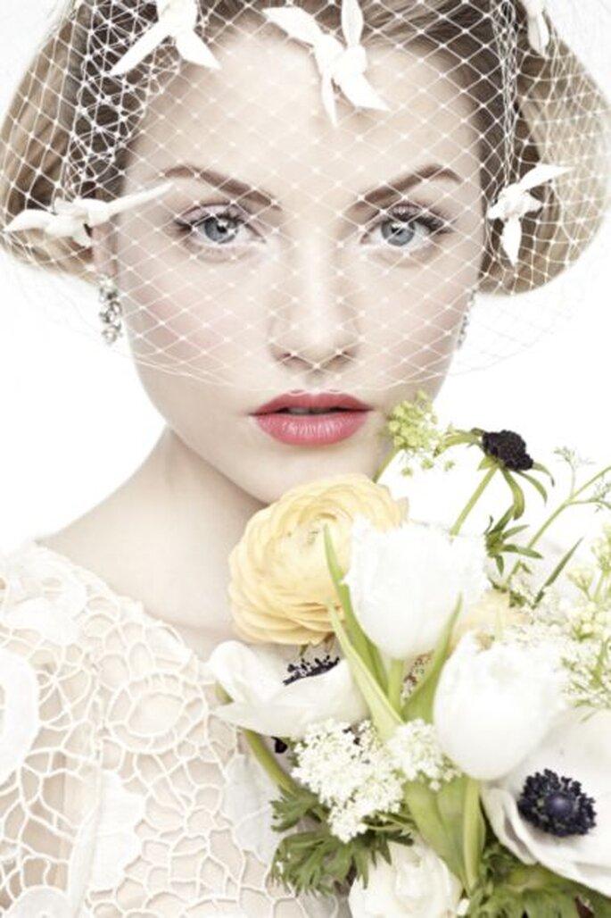 Kurze Brautschleier im 50er-Jahre-Look gibt es im Onlinestore BHLDN – Foto: bhldn