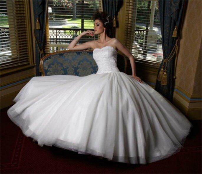 Un'idea perfetta per risparmiare sul tuo giorno più bello? Noleggia l'abito da sposa!
