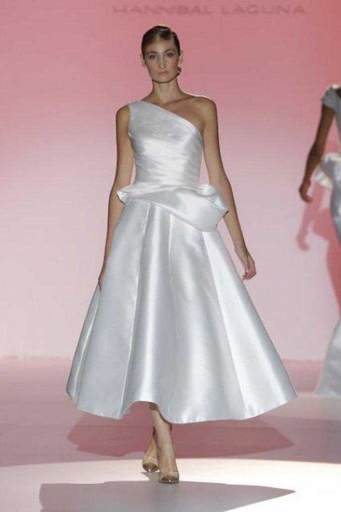 Vestido de novia blanco estilo retro de Hannibal Laguna 2015