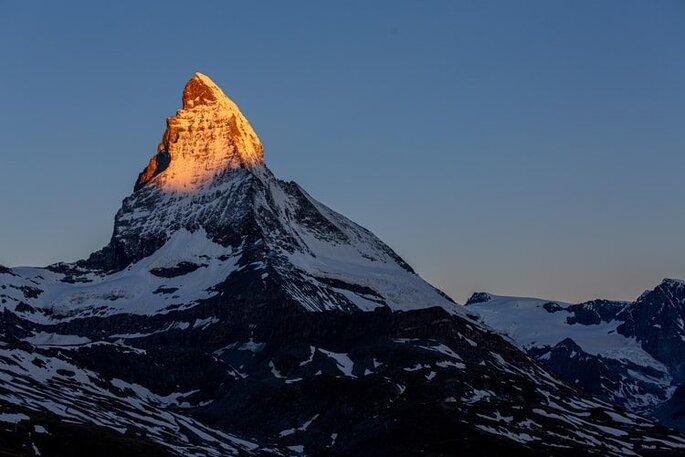 berg wird mit sonne beleuchtet