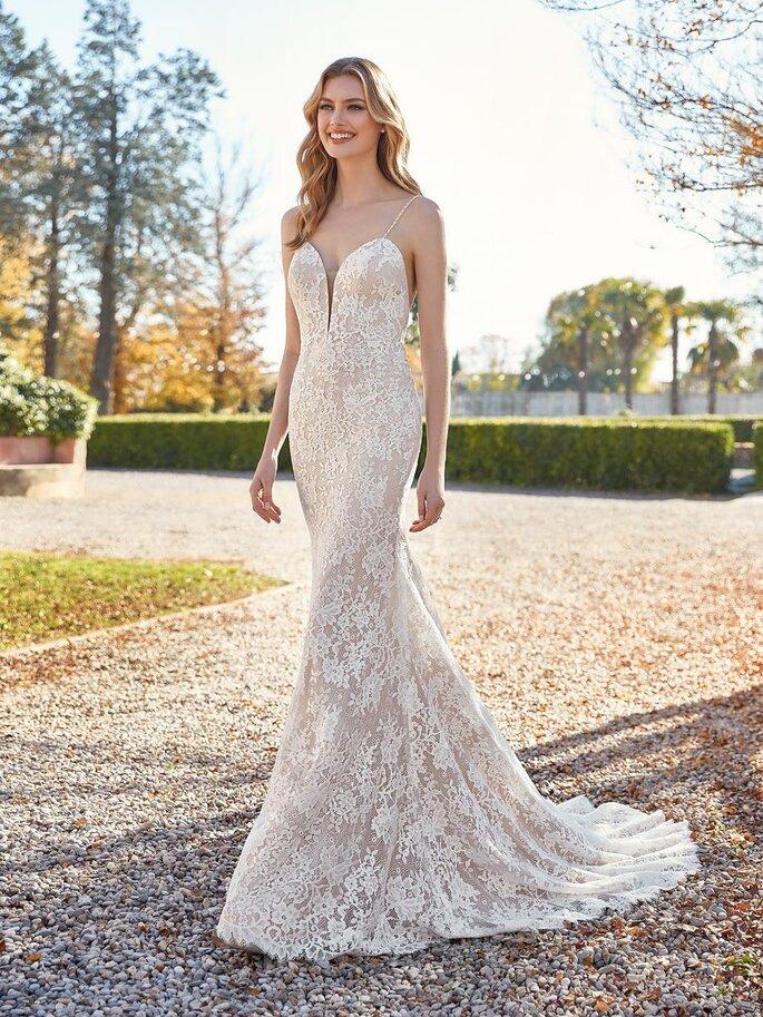St Patrick Vestido de novia con encaje corte sirena con tirantes con escote en corazón y detalles de encaje por todo el vestido.