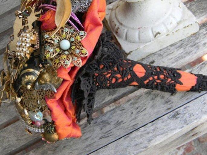 Broschen mit Brautstrausshalter - Foto: broochboquets.blogspot.com
