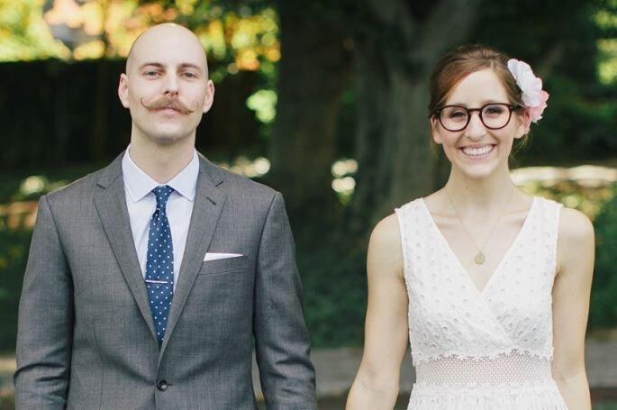 Casal com noiva de óculos