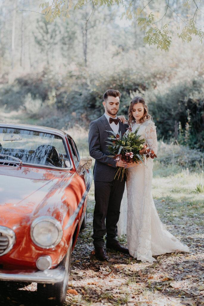 Planeamento, Decoração, arte floral e Catering: Humor ao Lume | Fotografia: Meraki Studio | Vestido: Paula Rola | Fato: Different | Carro - Root Porto Tours