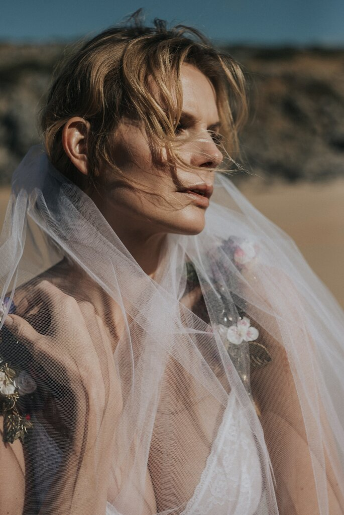 Styled Shoot produzida por Cati Beauty | Fotografia: Marta Cabral | Filme: Rita Féria | Modelo: Clau Metello | Styling: Inês Varela | Hair & Makep: Cati