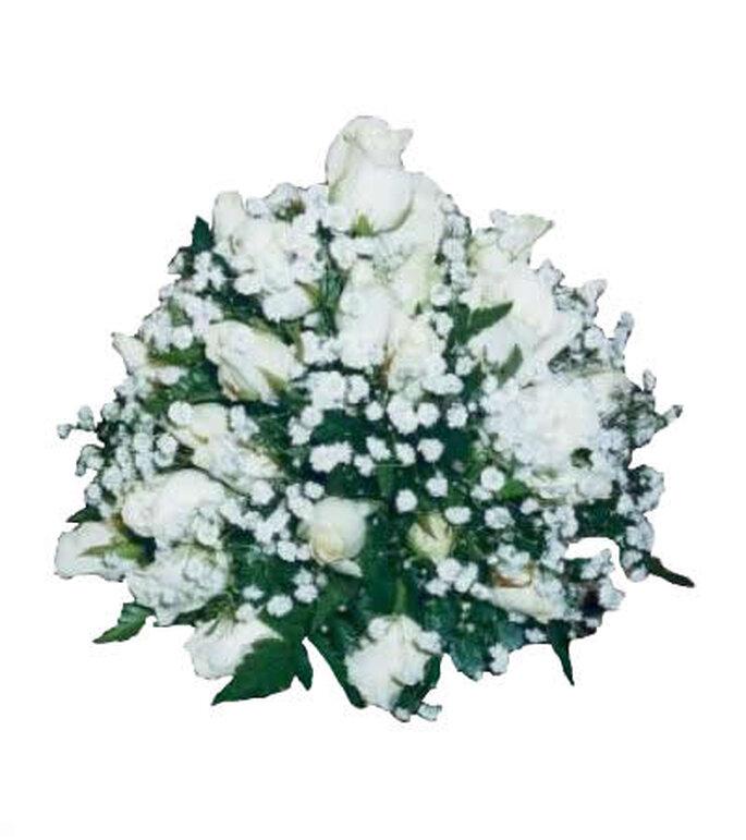 Bouquet di roselline bianche. Foto via Fiorista Marchesetti
