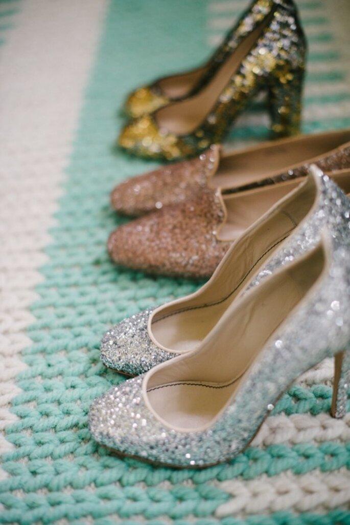Zapatos para tu look de novia y tus damas con glitter, lentejuelas y diamantina - Foto Delbarr Moradi Photography