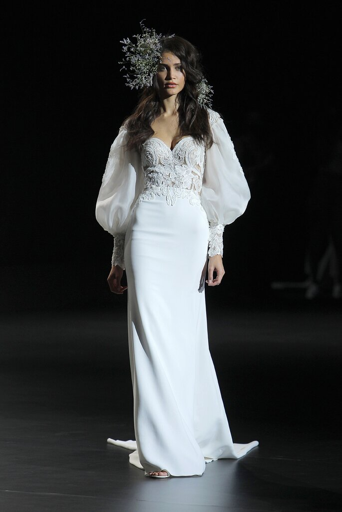 Vestido de novia estilo vintage con corte de sirena, mangas largas abombadas y escote de corazón