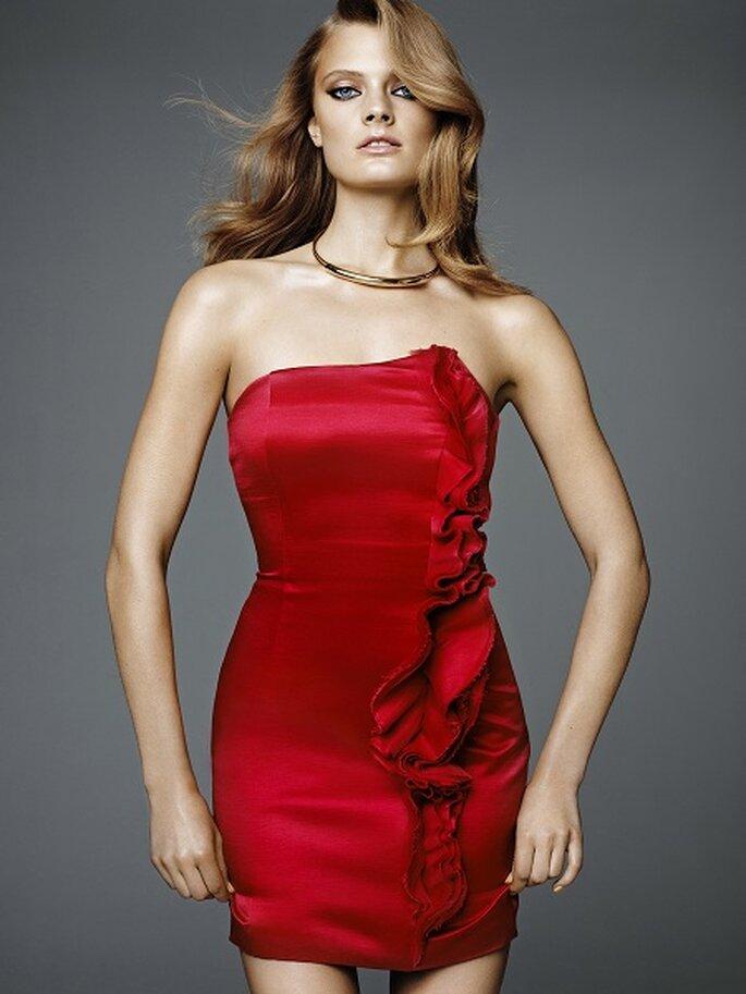 Seductor vestido para invitada en color rojo. Foto: H&M