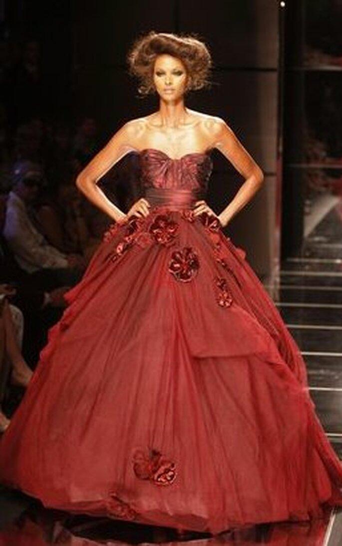 Elegante vestido rojo de novia de Elie Saab