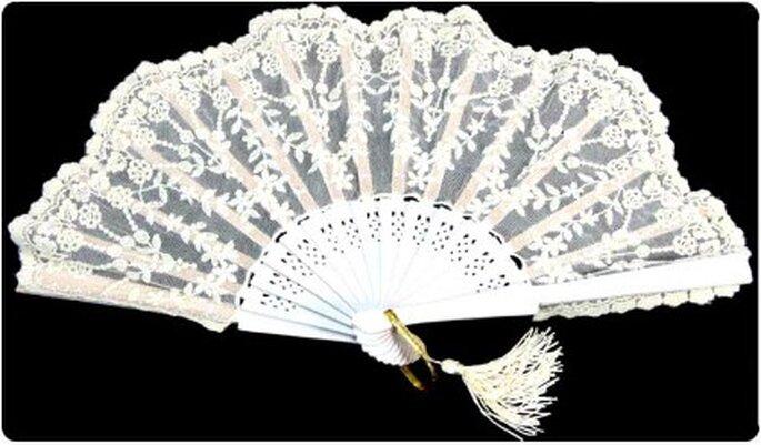 Abanico para novias de estilo barroco- Foto: Novias y alfileres