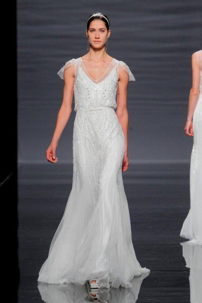 Vestido de novia con falda fluida y mangas cortas - Foto Rosa clará
