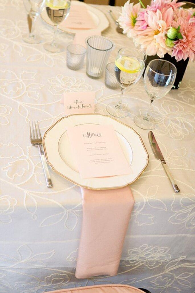 Elige las servilletas en color rosa pastel como decoración - Foto Steve Steinhardt