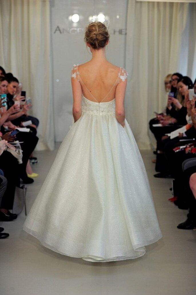 Vestido de novia 2014 en color blanco con corte princesa, tirantes discretos y marco en la espalda - Foto Ángel Sánchez