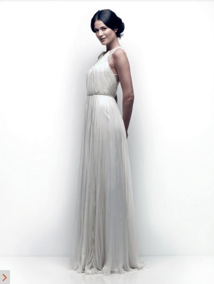 Vestido de novia simple y elegante con caída recta - Foto Catherine Deane